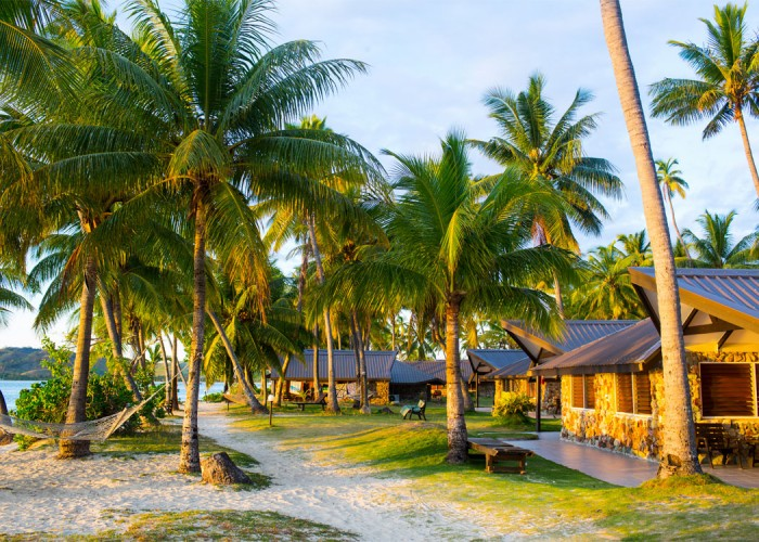 Plantation Island Resort - Accommodation - Beachfront Bure
