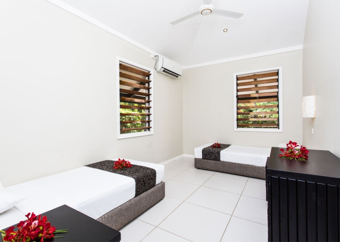 Plantation Island Resort - Accommodation - Beachfront Bure